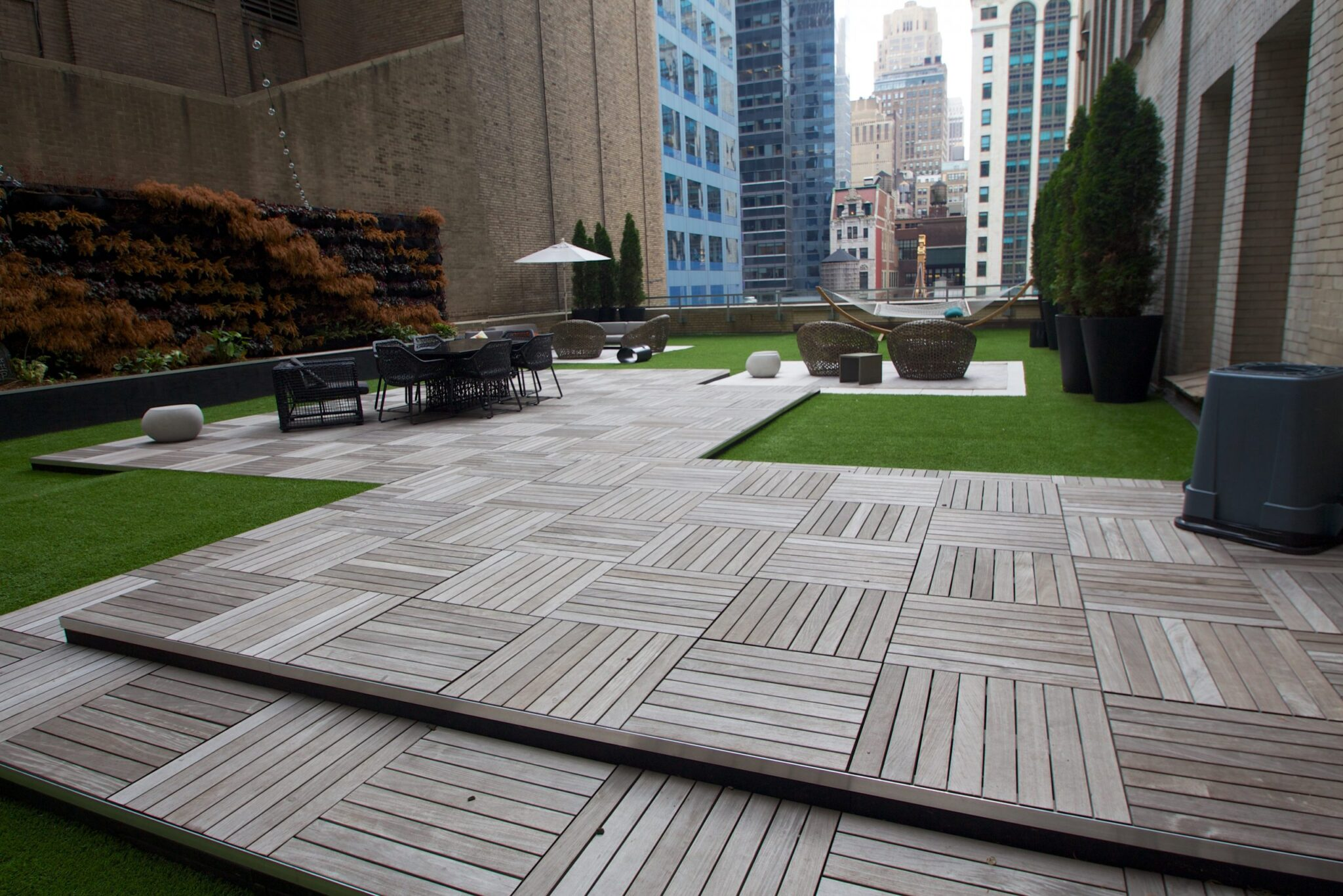 commercial lawn, artificial grass