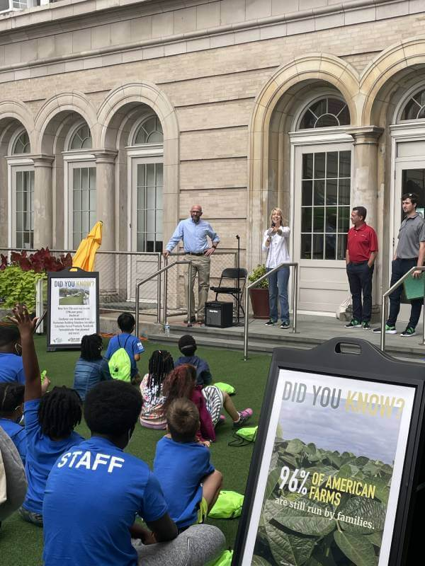 Hundreds Gather at Harlem Boys and Girls Club for Farmers on the Green Event